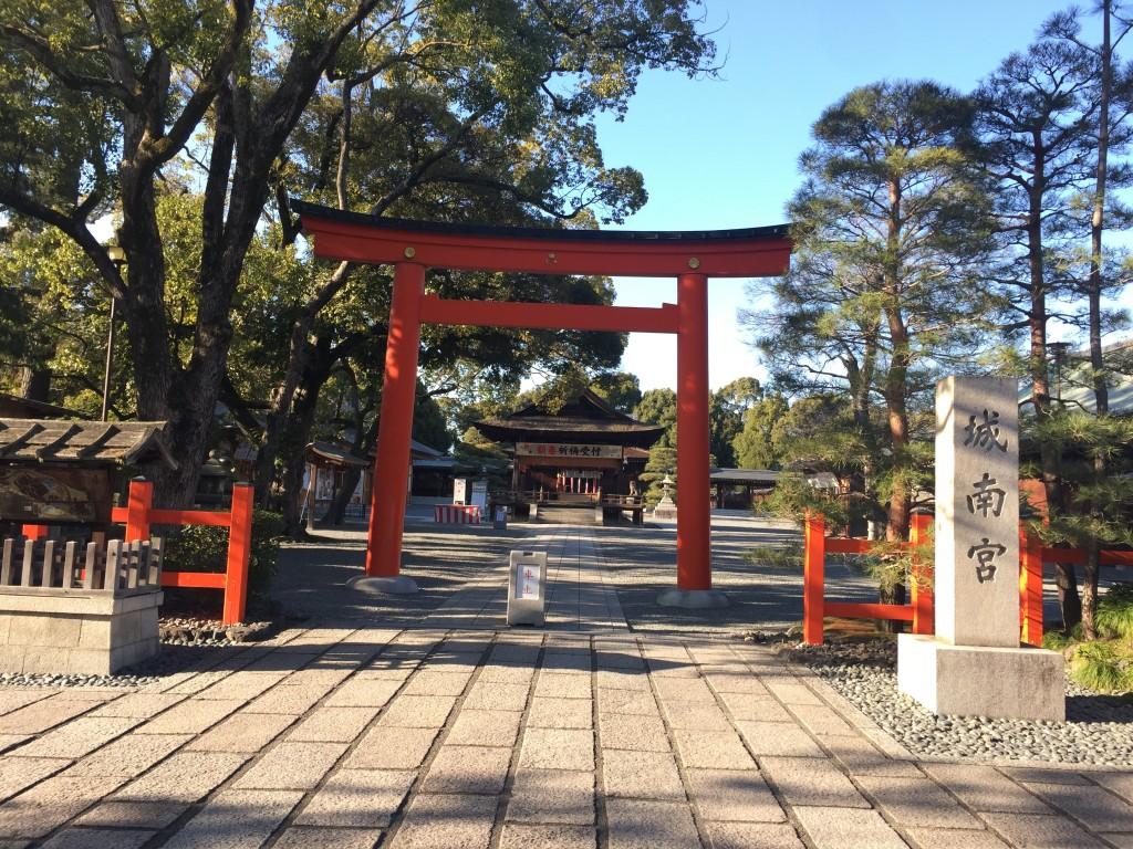 京都の梅スポット「城南宮」枝垂梅と椿まつり1