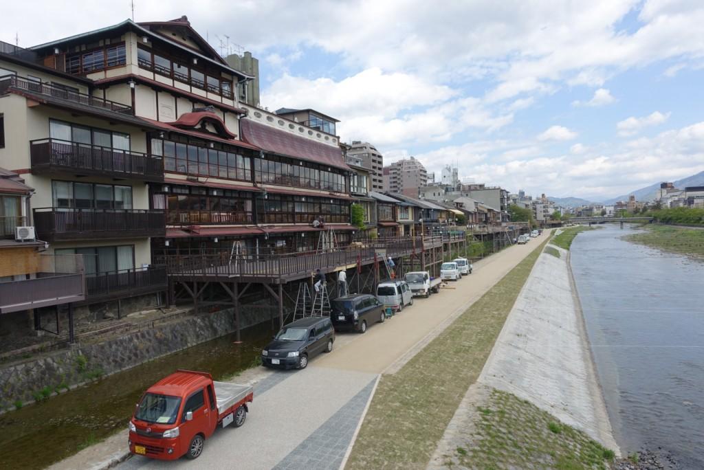 もうすぐ、京都鴨川納涼床1