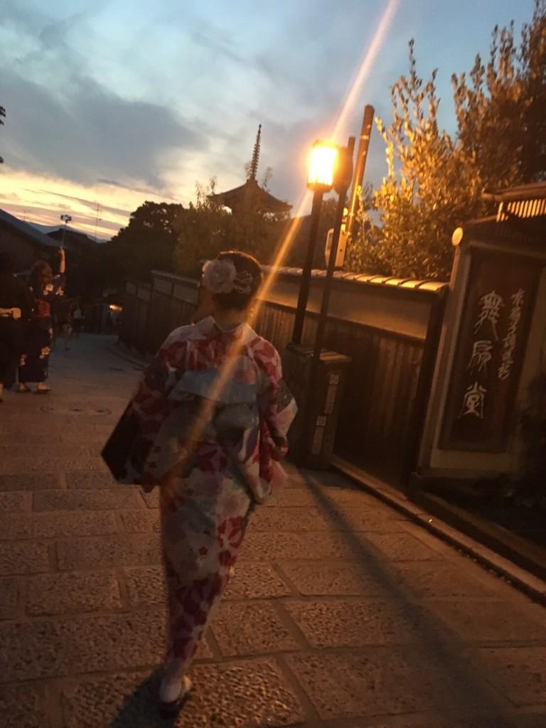 京都の風情ある街並みをバックに後ろ姿❣2017年9月26日3