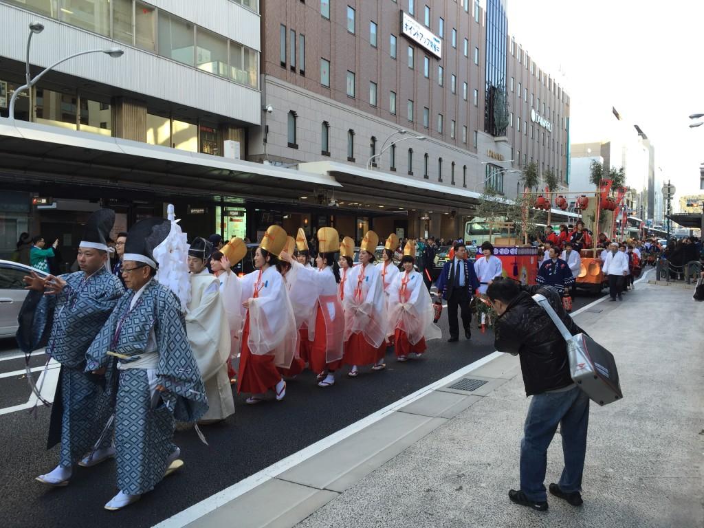 京都祇園のえべっさん 八坂神社から四条烏丸を往復巡行2