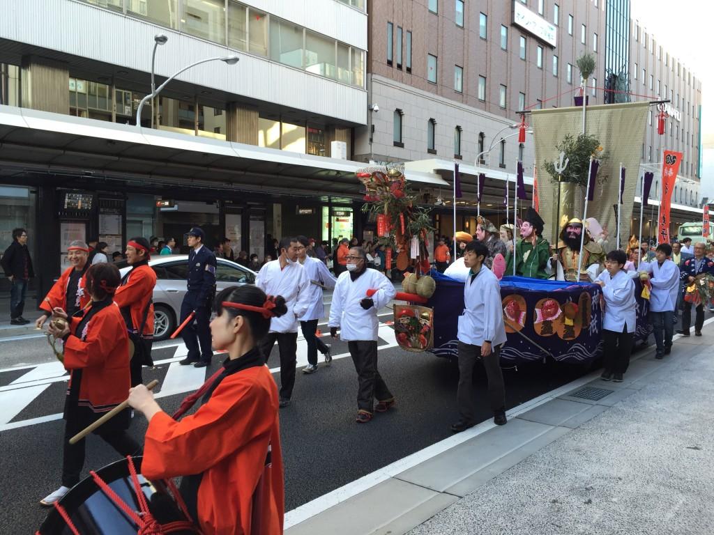 京都祇園のえべっさん 八坂神社から四条烏丸を往復巡行4