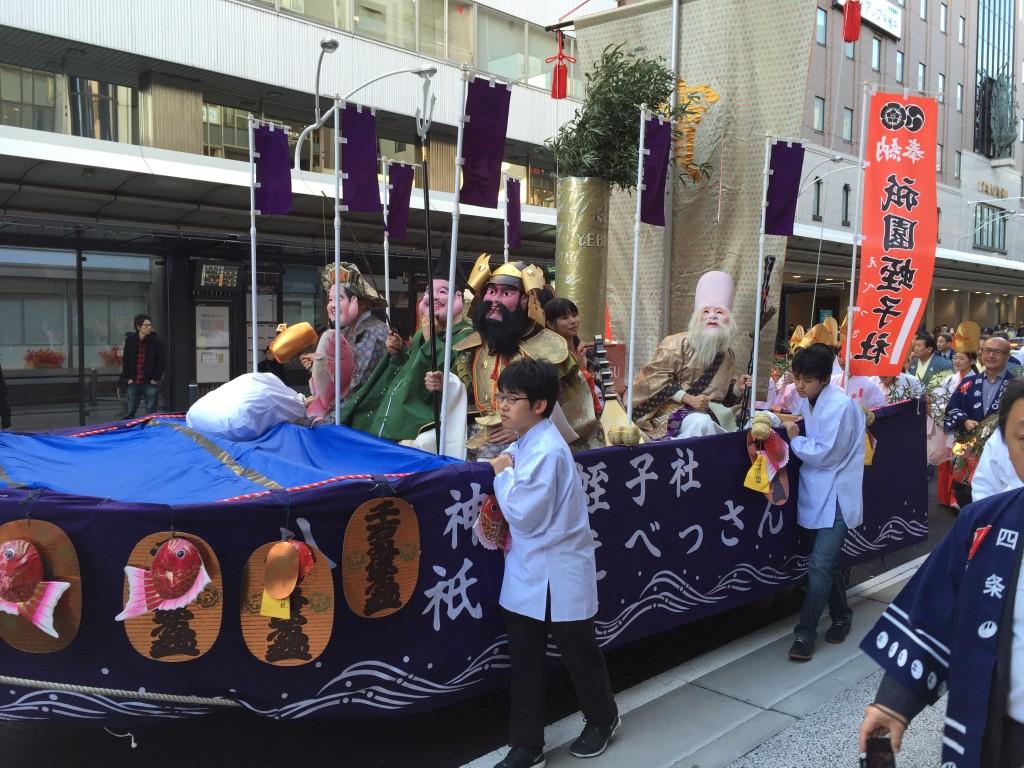 京都祇園のえべっさん 八坂神社から四条烏丸を往復巡行5