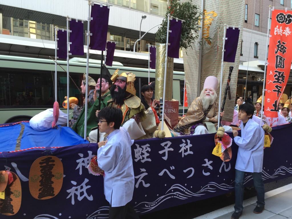 京都祇園のえべっさん 八坂神社から四条烏丸を往復巡行6