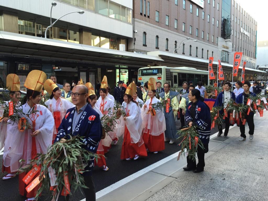 京都祇園のえべっさん 八坂神社から四条烏丸を往復巡行7