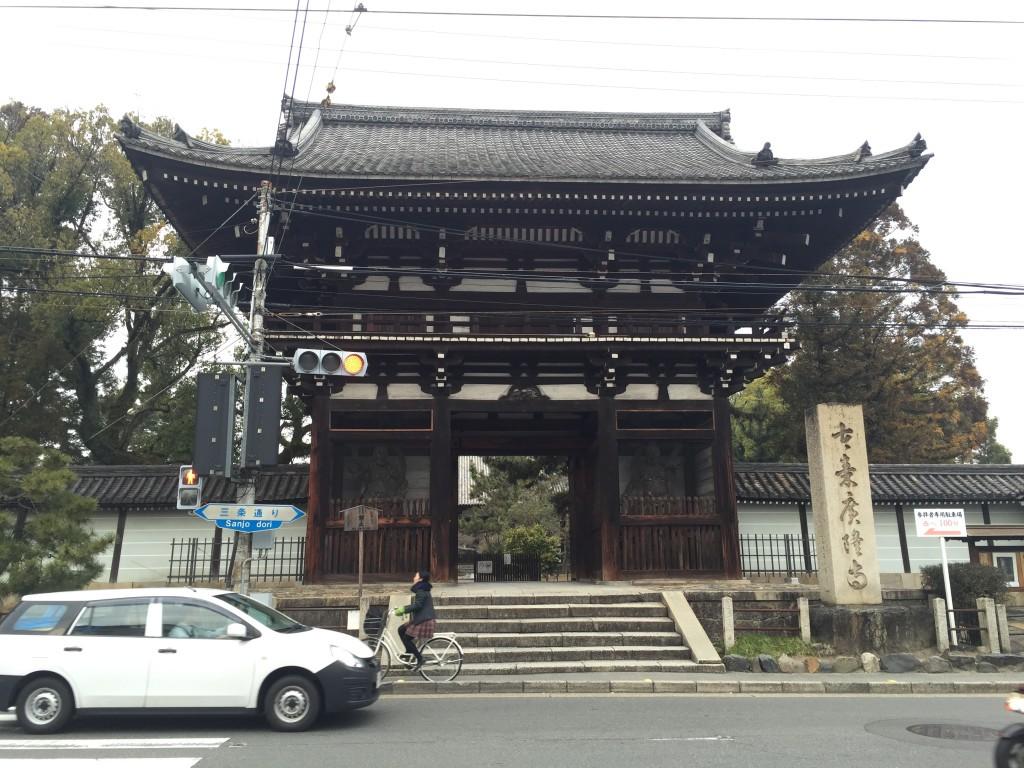 京都太秦広隆寺でほんの少し桜が咲いていました!1
