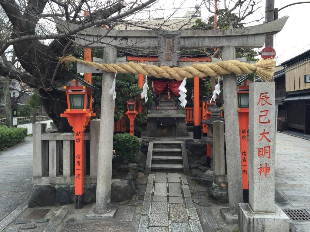 芸事・習い事の上達をお願い!京都祇園「辰巳大明神」1