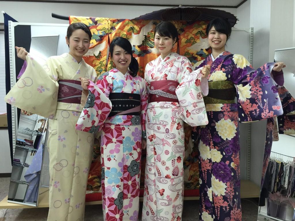 着物レンタルで京都の八坂神社や祇園を散策!2