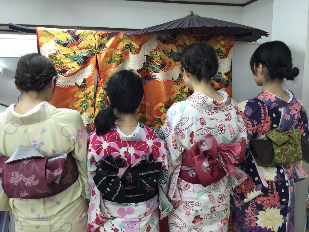 着物レンタルで京都の八坂神社や祇園を散策!3
