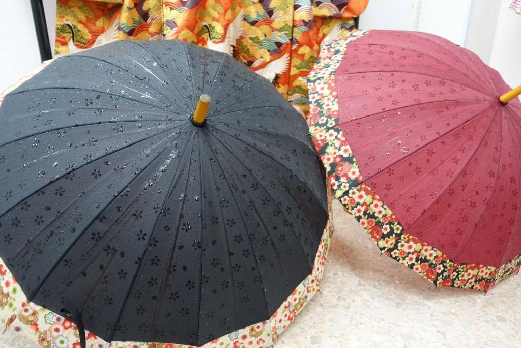 雨の日でも安心☔着物姿に合う傘のレンタルもあります!1