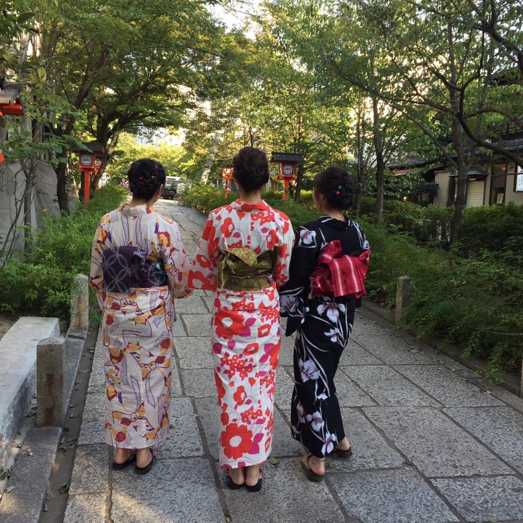 京都の風情ある街並みをバックに後ろ姿❣2017年9月26日5