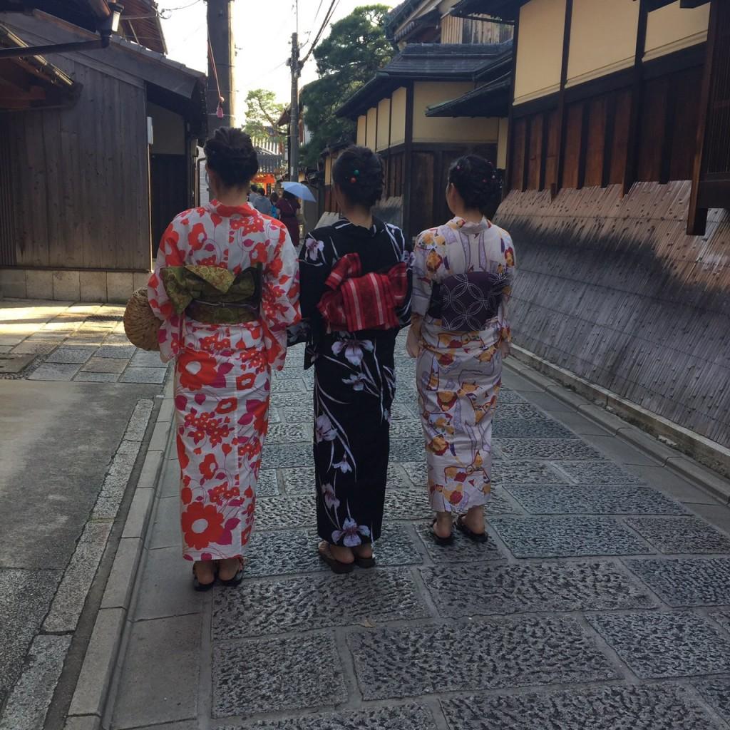 京都の風情ある街並みをバックに後ろ姿❣2017年9月26日6