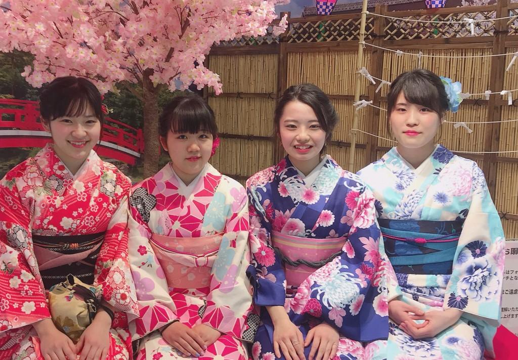 昼も夜もあと少しで満開の桜を楽しんで頂きましたぁ♪2018年3月24日26
