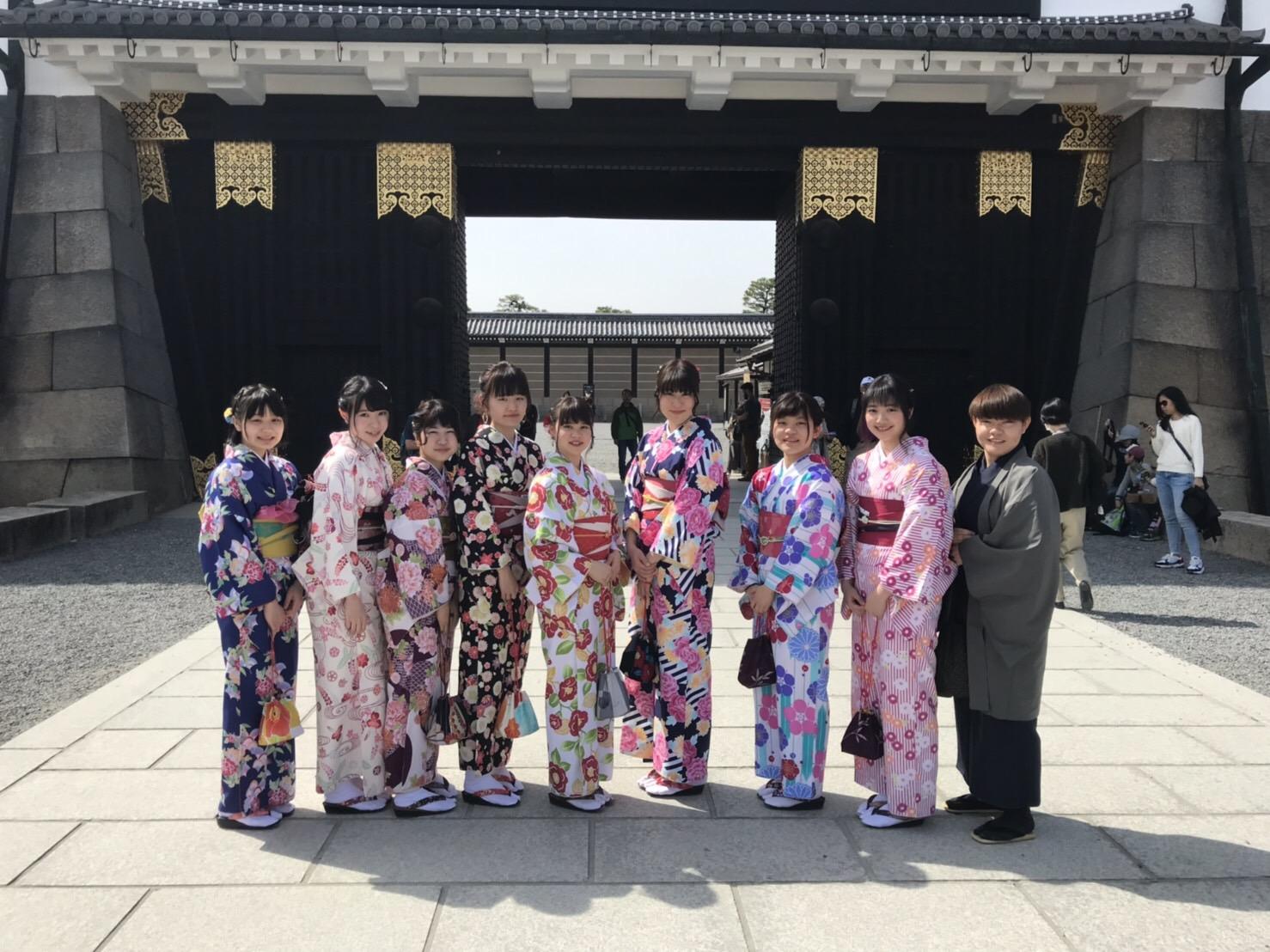着物を着て、皆で二条城で記念撮影♡2019年3月20日14